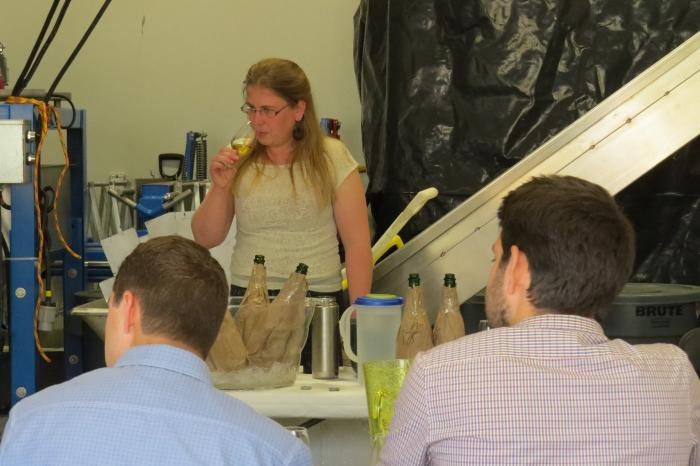 Jocelyn Kuzelka leads the critical tasting at the 2013 Cidermakers' Forum